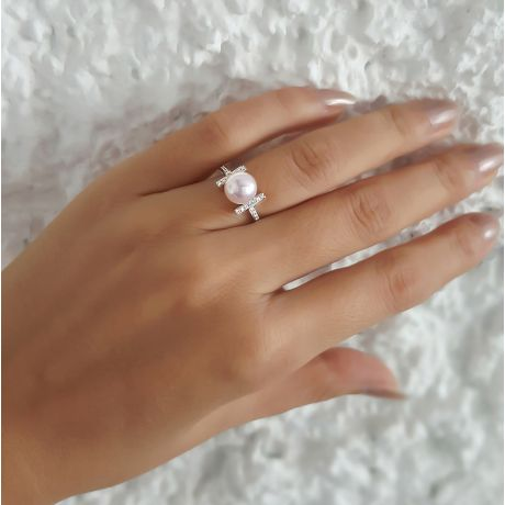 Bague monture rail. Or blanc, Diamants sertis et Perle Akoya