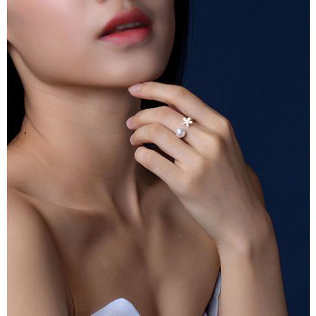 Anello fiore e perla Akoya bianca Giappone. Oro bianco e Diamanti