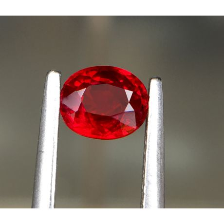 Bague rubis, diamants monture or blanc - Création florale classique