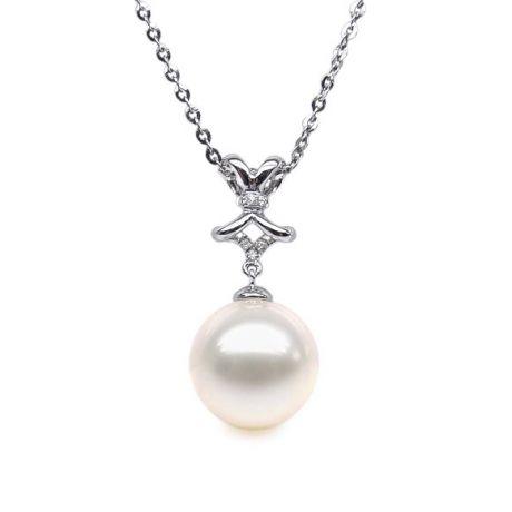 Pendentif ganse classique - Or blanc, diamants monté d'une perle