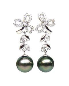 Boucles oreilles or blanc - Perles de Tahiti - Diamants - Composition florale