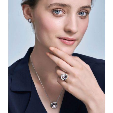 Pendentif, Bague et Boucles Seiza. Perles Akoya, Or blanc, diamants.