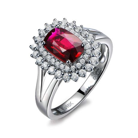 Bague rubis sertie d'une double rangée de diamants. Or blanc