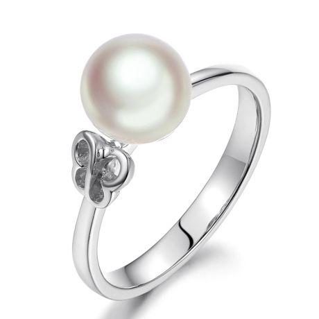 Anello in oro bianco 18ct e perla Akoya Giappone. Motivo Farfalla
